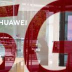 U.K.'s Johnson Prepares to Start Huawei 5G Phase-Out
