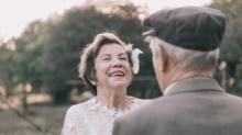 60 ans après, ce couple a enfin pu faire les photos de mariage de ses rêves