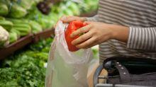 Alltagsfrage: Darf man seinen Einkauf im Supermarkt bis zur Kasse in eigene Tasche packen?