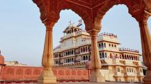 Família real indiana coloca suíte em palácio para locação