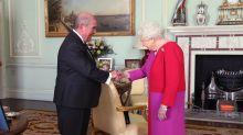 Queen shakes hands again after coronavirus ban