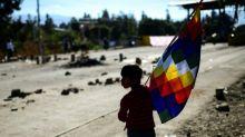 Seguidores de Morales marchan en Bolivia, donde la Iglesia católica llama a un diálogo