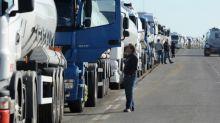 Travail détaché: les routiers manifestent aux frontières