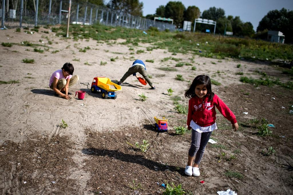 Children play at a makeshift refugee and migrants camp close to the border between Serbia and Hungary, near the Serbian town of Horgos (AFP Photo/Andrej Isakovic)