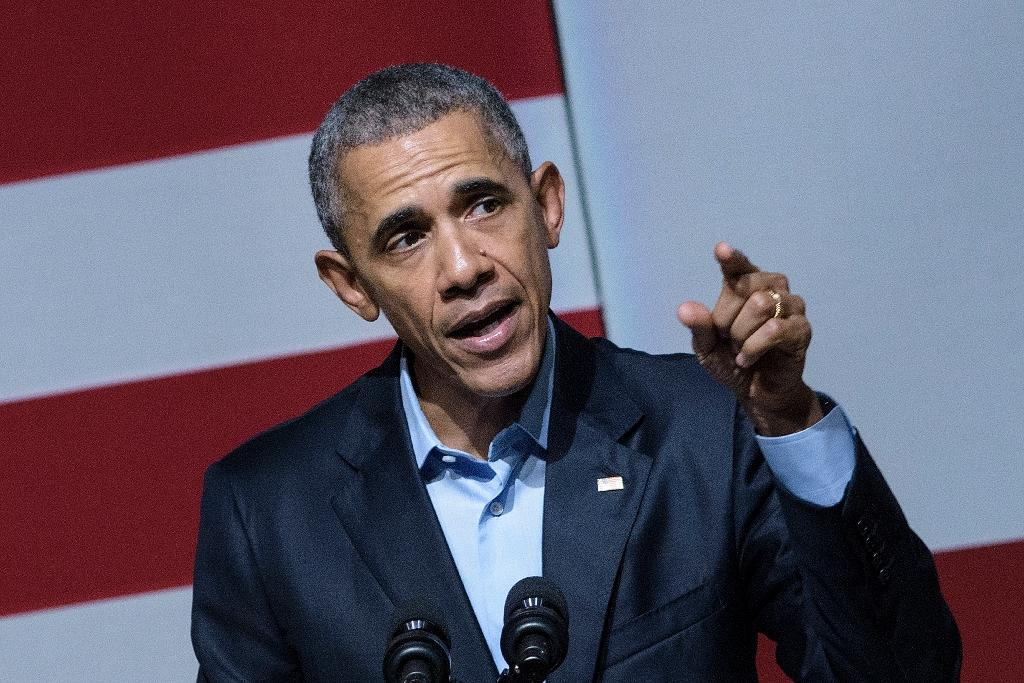 US President Barack Obama speaks at a Democratic National Committee event at the Warfield Theater October 10, 2015 in San Francisco, California
