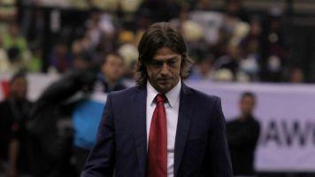 Luis Fernando Tena supera a Almeyda en Chivas