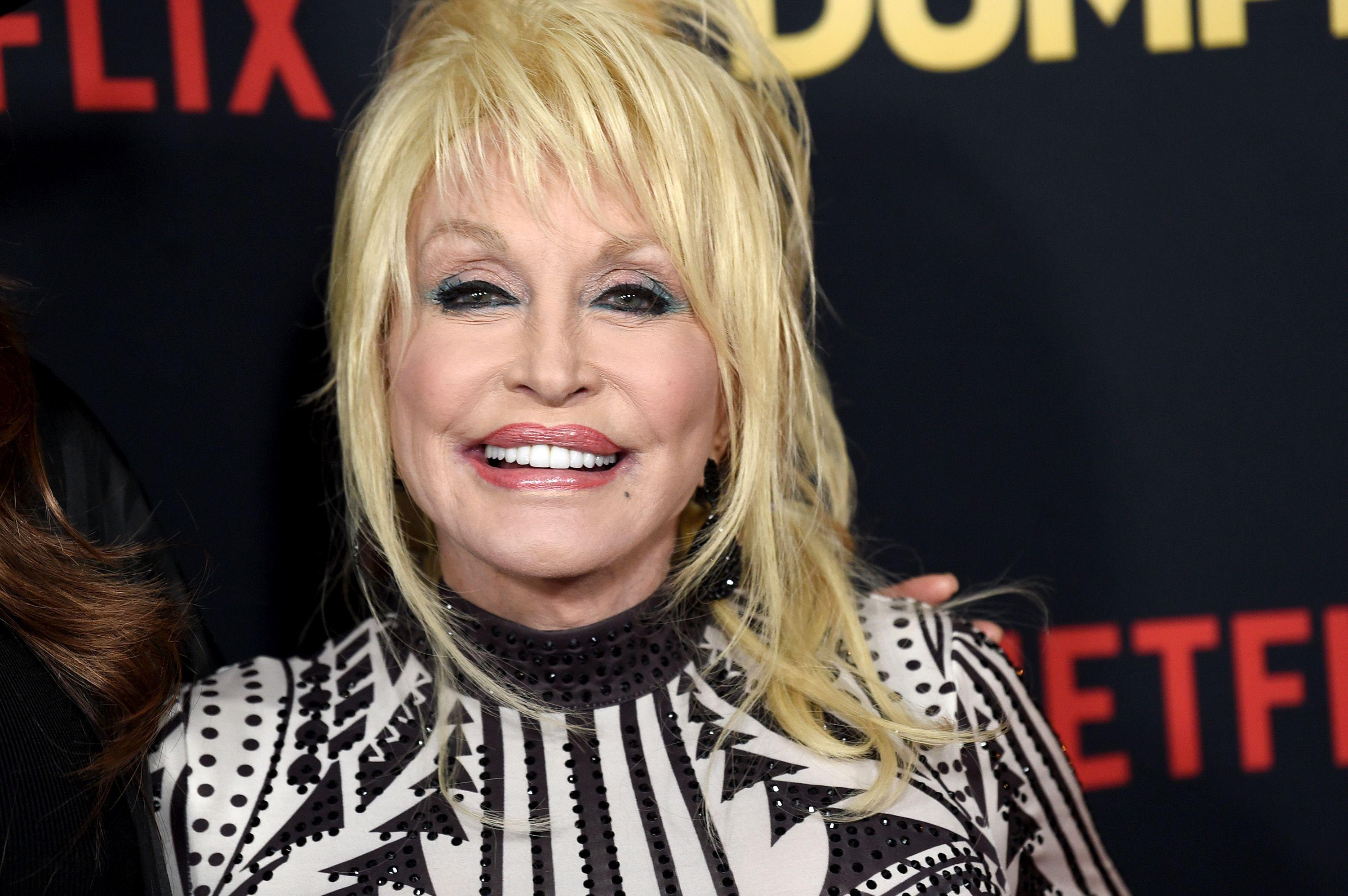 Why Does Dolly Parton Always Wear Fingerless Gloves