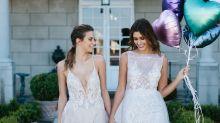 Casal lança primeira revista de casamento para lésbicas