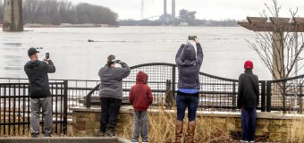 4 die as severe weather lashes central U.S.