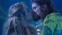 """BBB20"": festa tem beijo de Marcela e Daniel, crise de choro e nude"