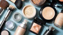 Fijador de maquillaje en polvo o en spray: similares pero diferentes