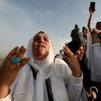 Muslim pilgrims in Muzdalifa prepare for final stages of haj