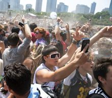 Crowded Lollapalooza music festival could bring cascade of Covid cases, experts warn