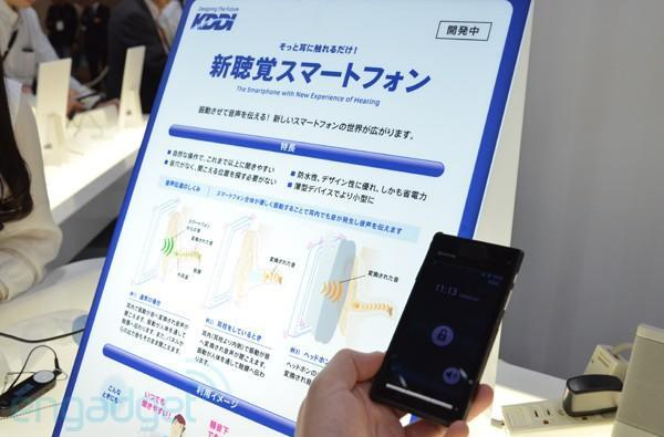 KDDI shows off sensory enhancements for smartphone users, throws a free-viewpoint virtual concert