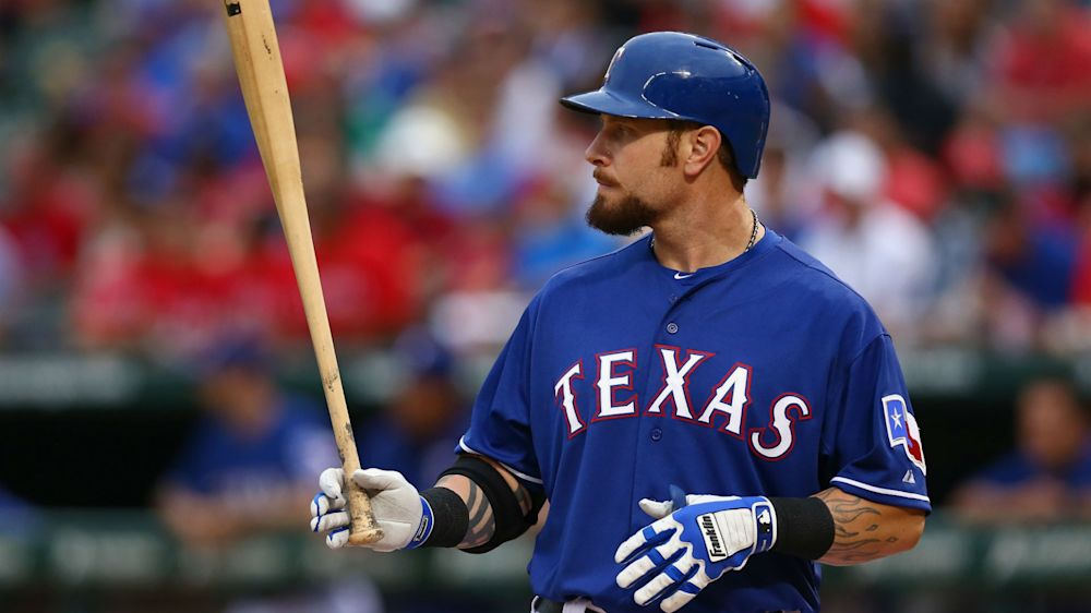 Josh Hamilton hurts left knee for fourth time in two seasons