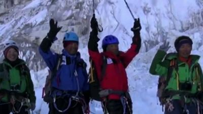 Raw: 80-Year-Old Climbs Mount Everest