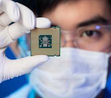 Semiconductor Makers Lift Stock Market to Strongest Quarter in Decades