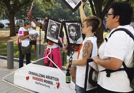 Abortion rights activists protest outside a U.S. federal court in Austin, Texas August 4, 2014 where a hearing started to hear a case by the Center for Reproductive Rights against a new set of restrictions on abortion clinics in the state that go into effect in September. REUTERS/Jon Herskovitz