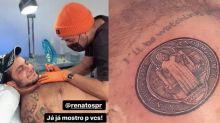 Thammy Miranda faz tatuagem em homenagem ao filho