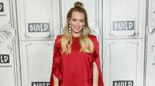 Hilary Duff recreates fellow new mom Rachel McAdams's glam pumping photo — and people are loving it