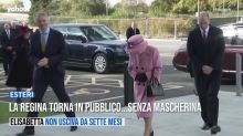La regina torna in pubblico...senza mascherina