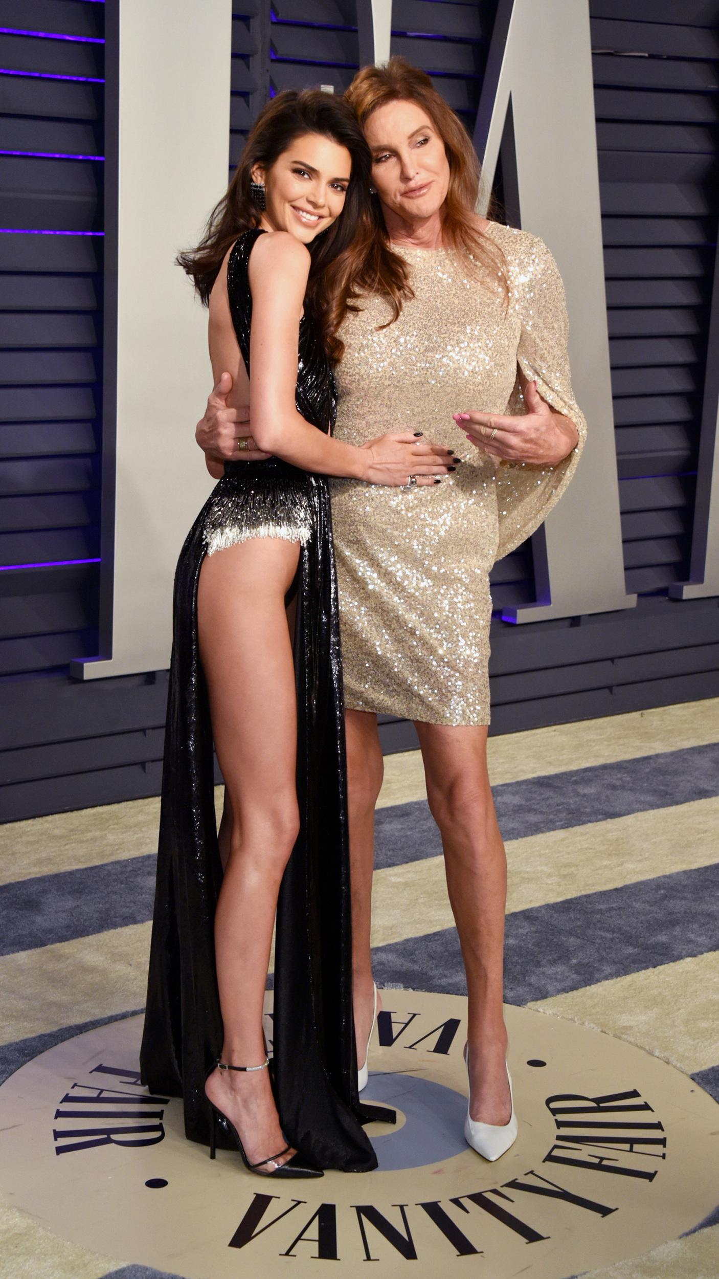 BEVERLY HILLS, CA - FEBRUARY 24:  Kendall Jenner (L) and Caitlyn Jenner attend the 2019 Vanity Fair Oscar Party hosted by Radhika Jones at Wallis Annenberg Center for the Performing Arts on February 24, 2019 in Beverly Hills, California.  (Photo by John Shearer/Getty Images)