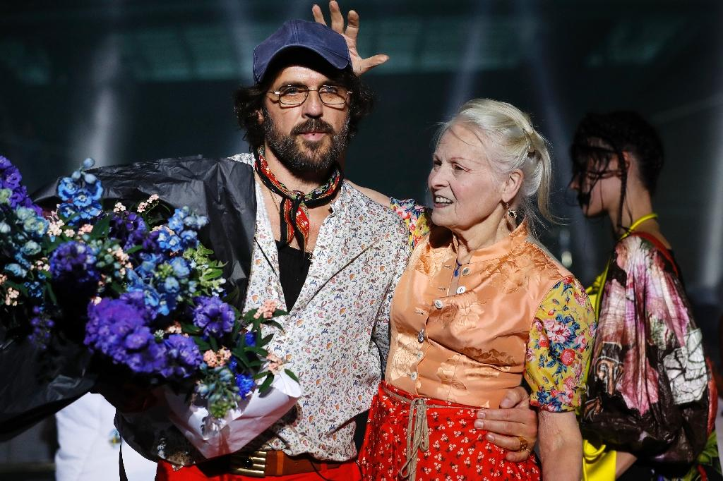 Fashion designer Vivienne Westwood and husband Andreas Kronthaler greet their audience at Paris Fashion Week (AFP Photo/Patrick KOVARIK)