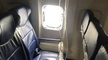 In 10.000 Metern Höhe: Frau fast aus Flugzeug gerissen