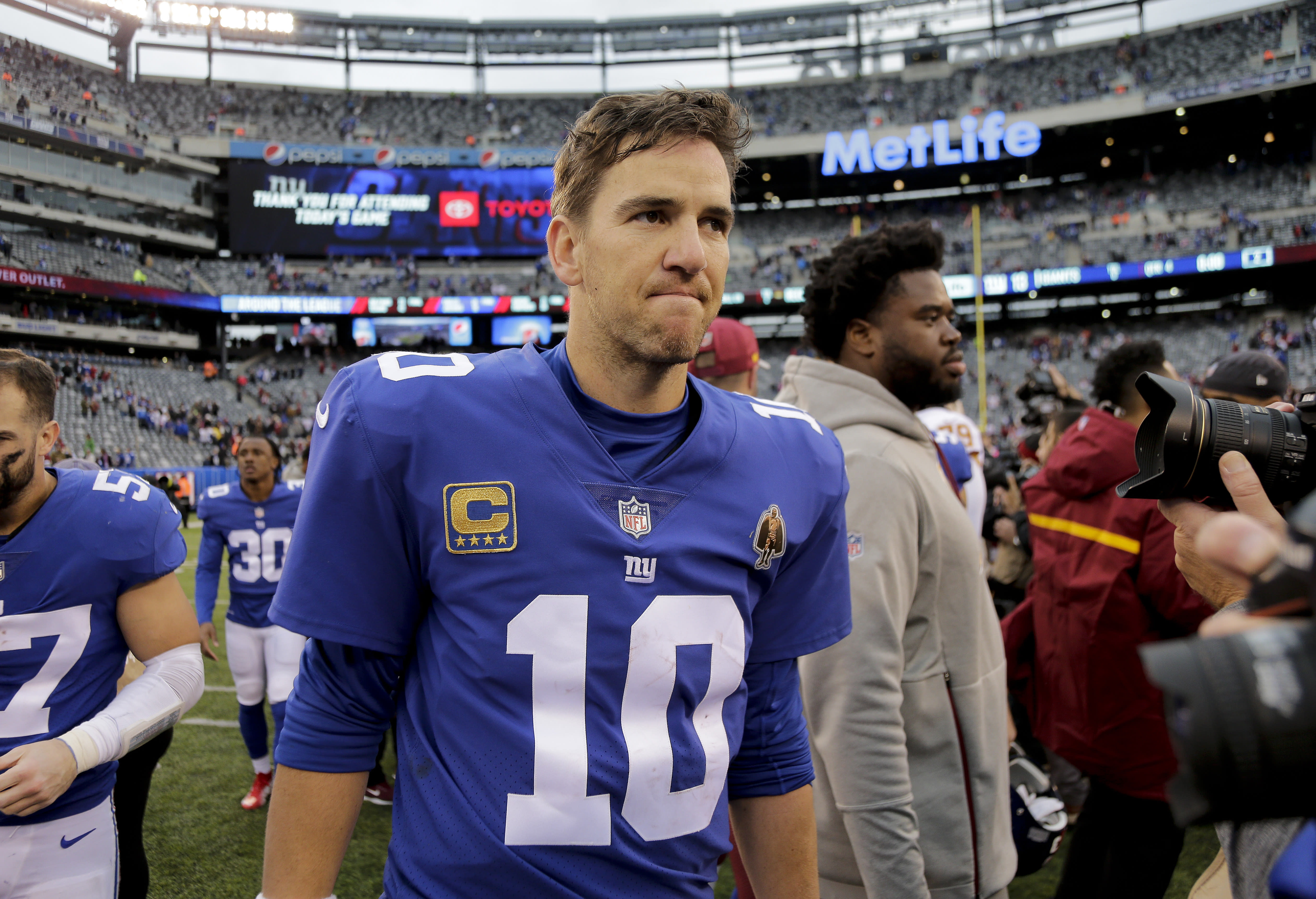 New York Giants quarterback Eli Manning (10) walks off the field after the Washington Redskins beat the Giants 20-13 on Sunday in East Rutherford, N.J. (AP)