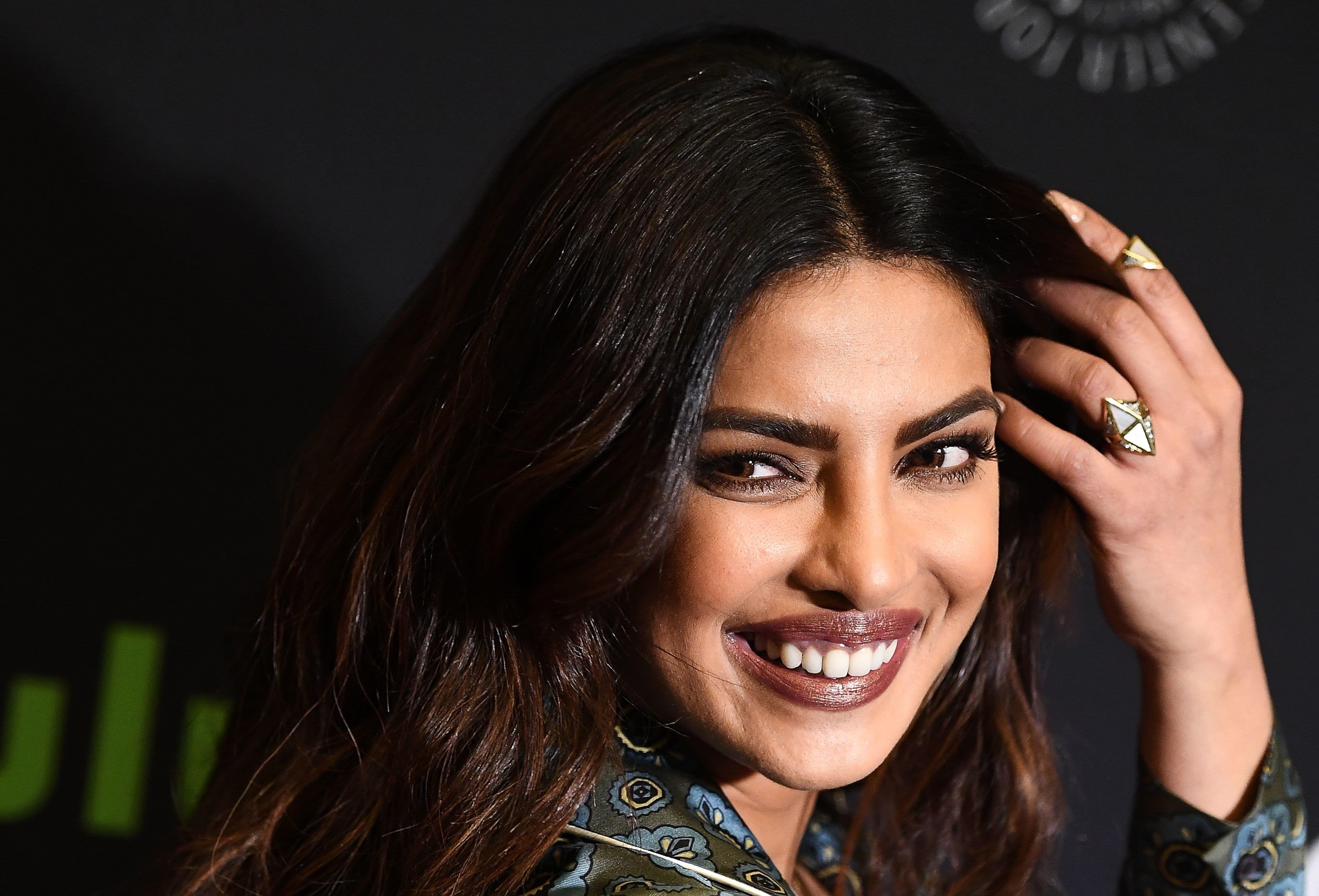 priyanka chopra nailed 90s brown lipstick