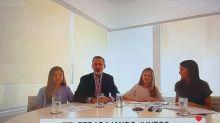 Cachondeo por el rótulo que apareció en TVE junto a esta imagen de los reyes y sus hijas