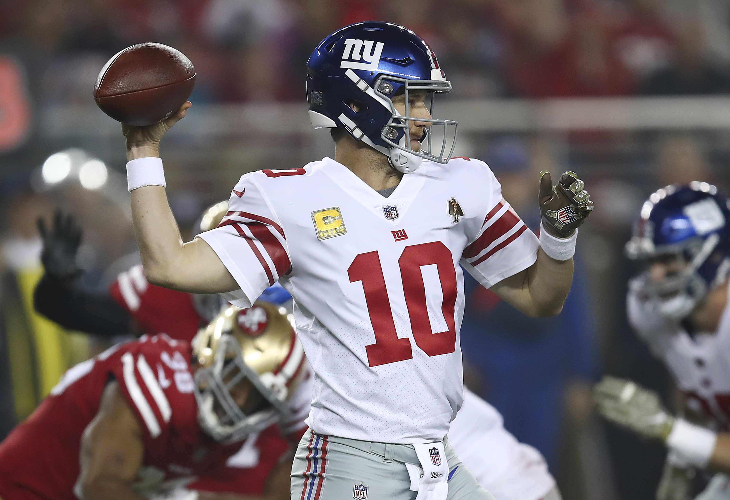 With his job possibly on the line, Eli Manning has some magic to lift Giants over 49ers