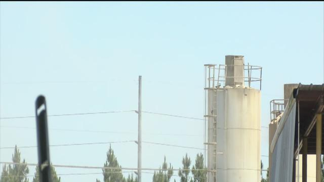 Neighbors fighting to stop the dust blowing into their homes from Bartow cement plant