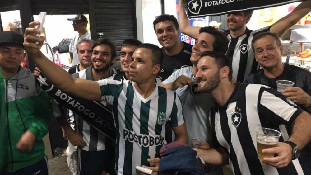 Torcedores do Atlético Nacional 'abraçam' botafoguenses