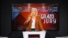 """Le Pen veut déclarer l'islamisme """"ennemi de la France"""" et interdire le voile dans l'espace public"""