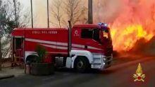 Diversi incendi a Catania, evacuate delle famiglie