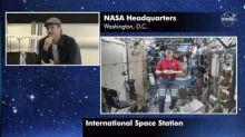 Brad Pitt Wawancara dengan Astronaut NASA, Untuk Apa?