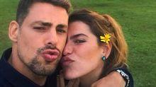 Fotógrafos são retirados por 'capataz com facão' de local onde Cauã Reymond e Mariana Goldfarb se casam