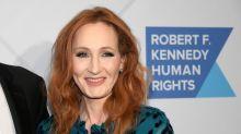 J.K. Rowling rend une récompense après avoir été accusée de transphobie