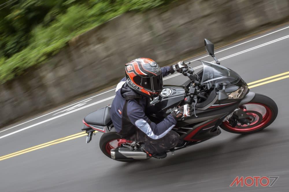 Ninja 300轉速的拉升相當輕快,同時具備相當好的延伸性。