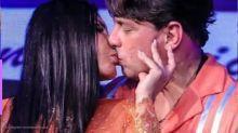 Gretchen troca beijos com noivo, Esdras de Souza, em live