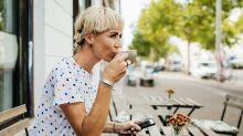 Une commerçante de Saint-Raphaël verbalisée pour avoir fait goûter un café à des clients
