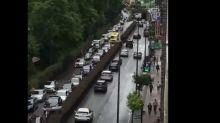 Varias ambulancias, bloqueadas por la manifestación de coches convocada por Vox