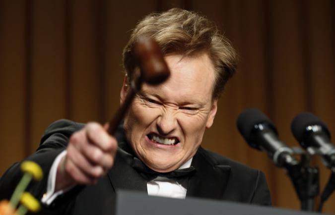 Comedian Conan O'Brien smashes a gavel as he speaks during the White House Correspondents Association Dinner in Washington April 27, 2013. REUTERS/Kevin Lamarque  (UNITED STATES - Tags: POLITICS ENTERTAINMENT TPX IMAGES OF THE DAY)