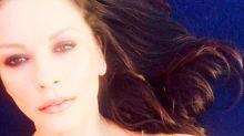 Catherine Zeta Jones despliega glamur ¡hasta en los selfies más caseros!