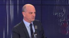 """Tenue """"républicaine"""" : """"Je n'ai absolument pas parlé de distinction entre les hommes et les femmes"""", se défend Jean-Michel Blanquer"""