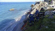 Speedboat taking migrants to Greece partially sinks; 1 dead