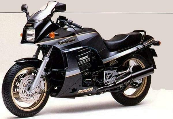 KAWASAKI GPZ900R。
