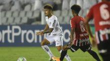 Lucas Lourenço revela ansiedade em reestreia no Santos e agradece Cuca: 'Deu a minha primeira oportunidade'