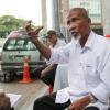 In war between taxis and ride-sharing services, old cabbies are the ultimate losers